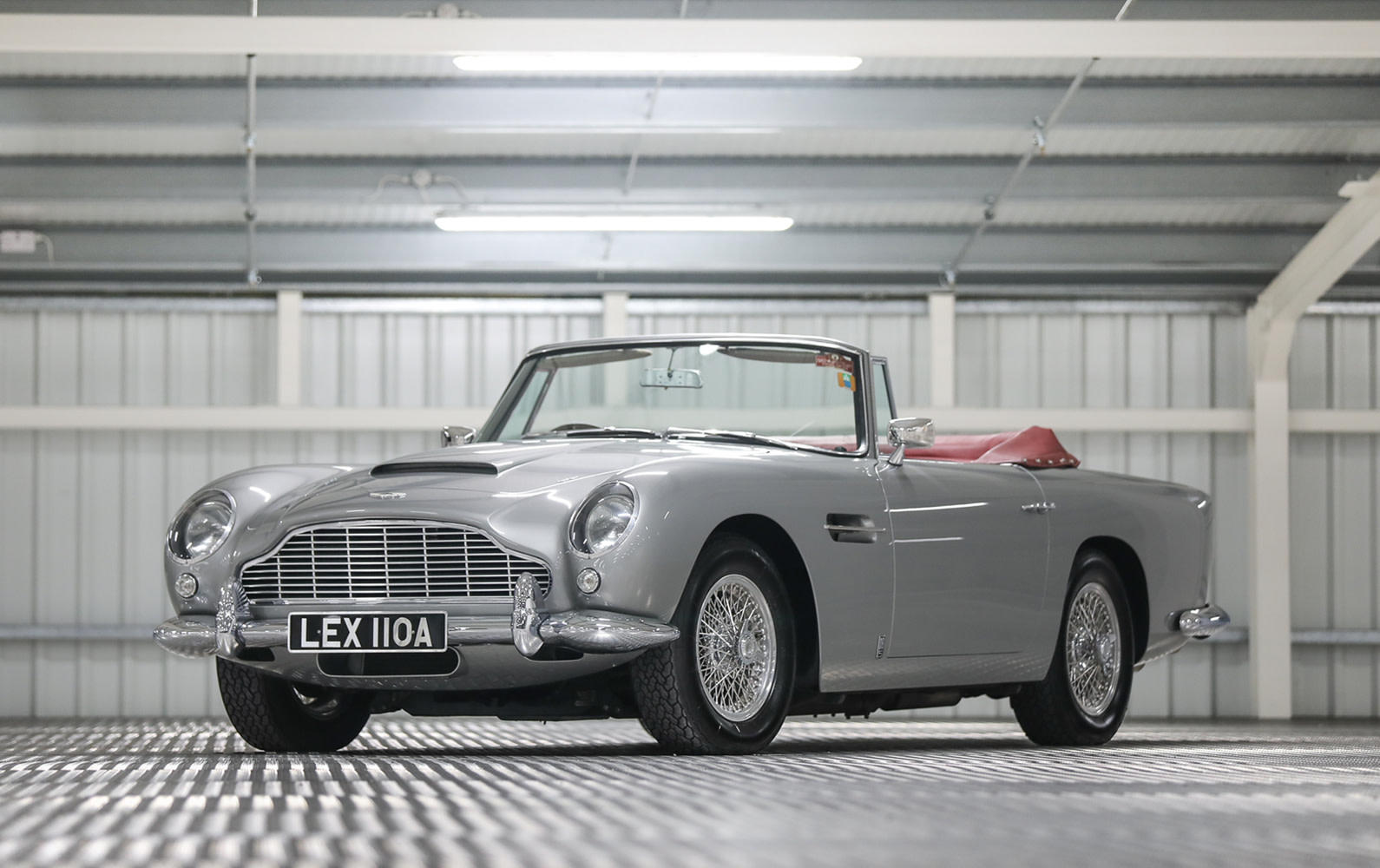 Prod/O21B - UK 2021/1963 Aston Martin DB5 Convertible/Hero/Aston_Martin_DB5_Convertible-02_km56gu