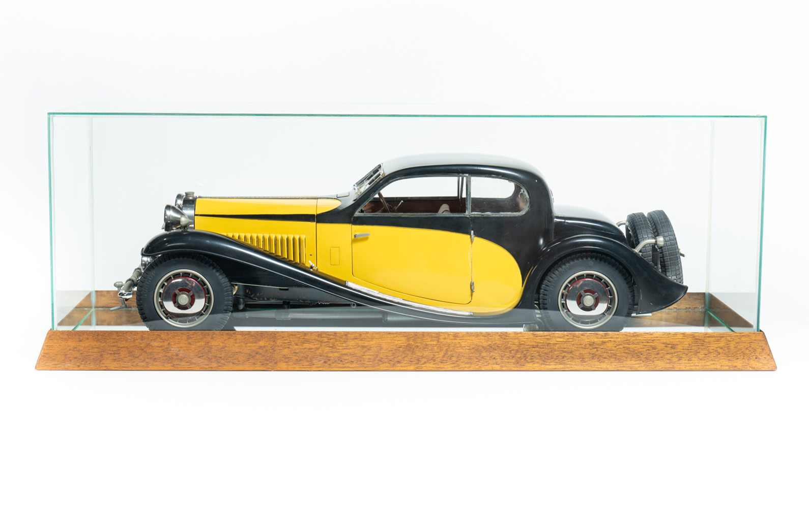 Bugatti Type 50 Coupe Semi Profilée Model by Pocher