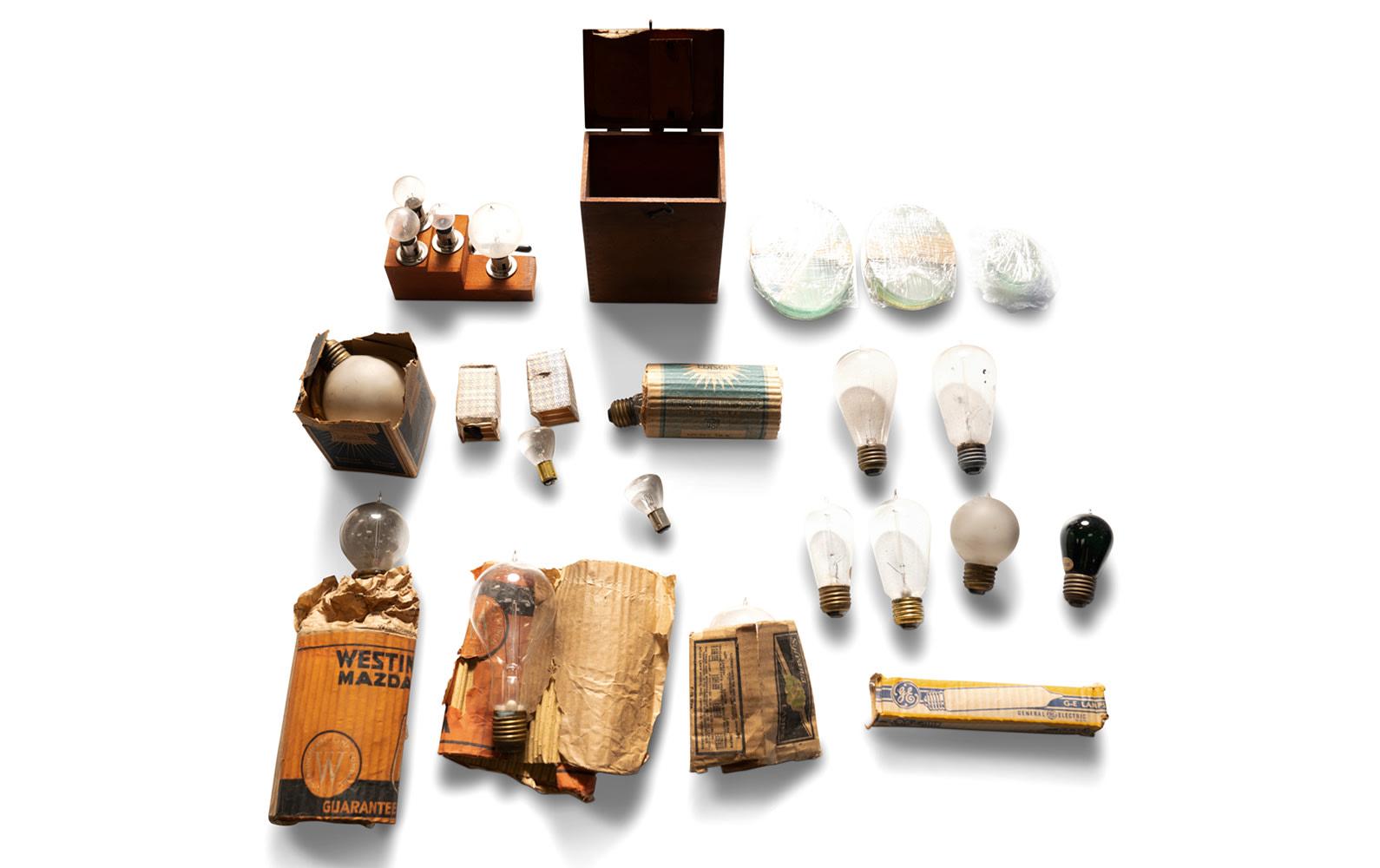 Prod/O21E - Phil Hill C 2021/C0113_Assorted Vintage Bulbs and Ovoid Glass/C0113_Vintage_Bulbs_Ovoid_Glass_1_psx337