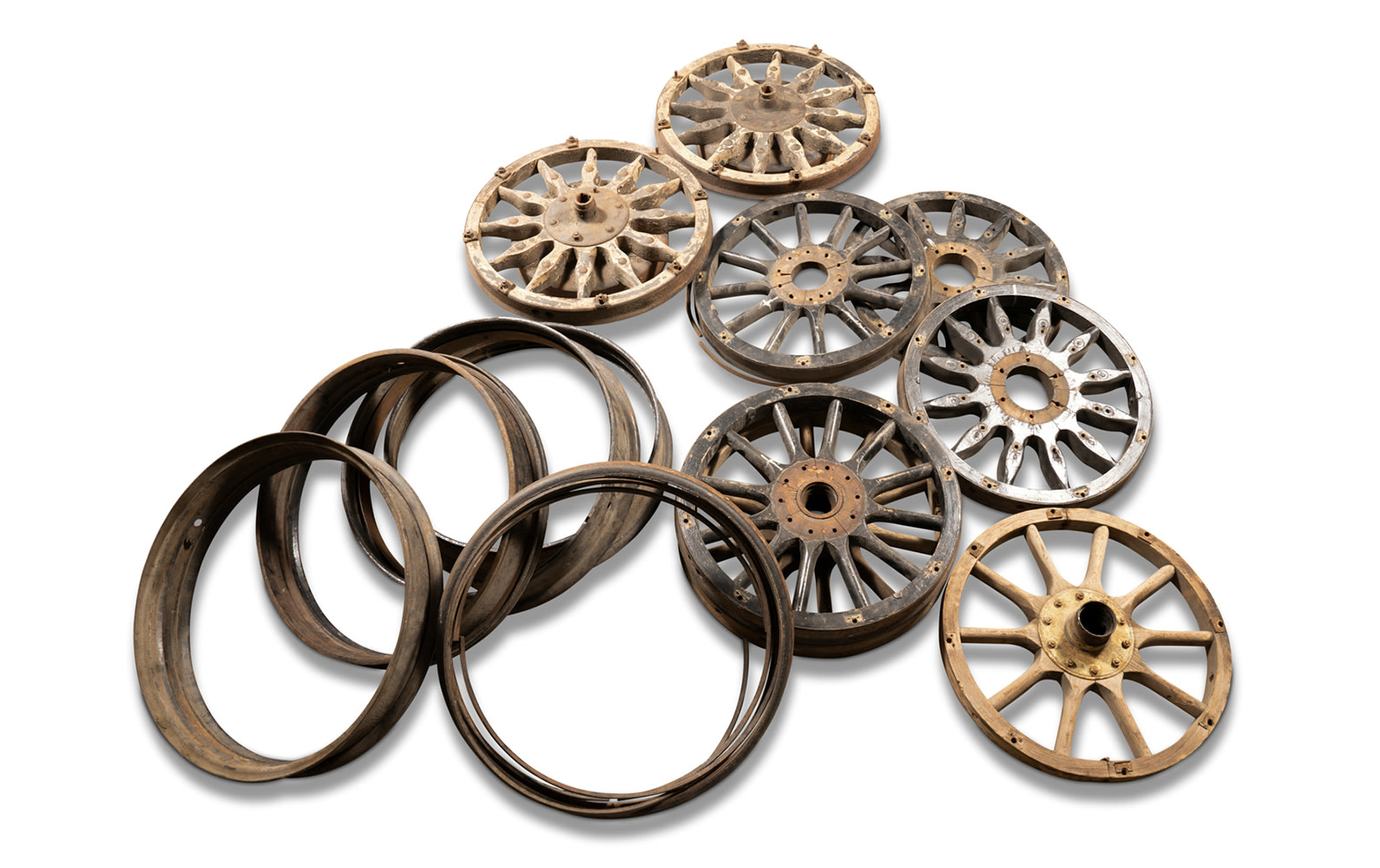 Prod/O21E - Phil Hill C 2021/C0119_Wooden-Spoke Wheels, Steel Rims and Lockrings/C0119_Wooden_Spoke_Wheels_Rims_Lockrings_1_jymzoa