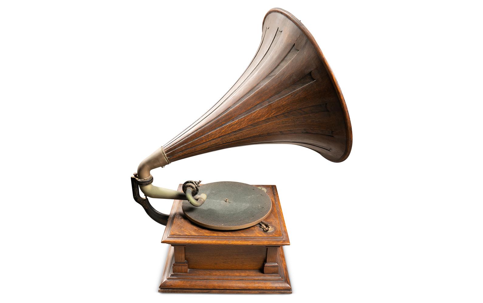 Prod/O21E - Phil Hill C 2021/C0170_Victor Style V Phonograph/C0170_Victor_Style_V_Phonograph_3_ws0pwr
