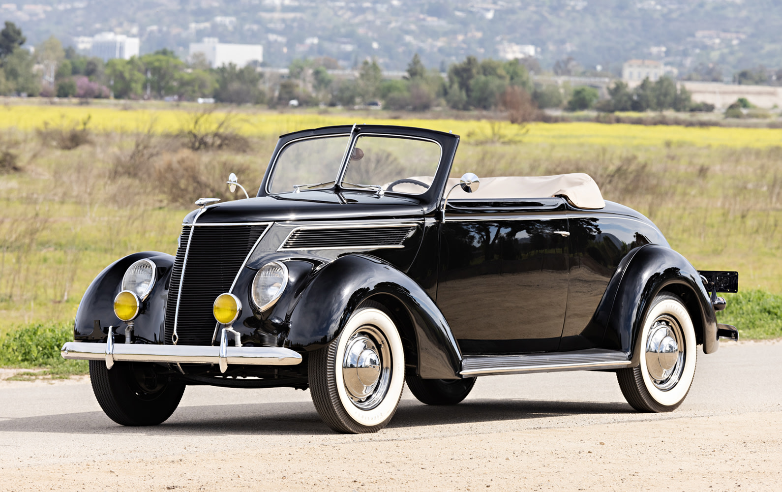 Prod/O21F - May 2021/1518_1937 Ford DeLuxe Cabriolet/1937_Ford_DeLuxe_Cabriolet_14_q8gjwa
