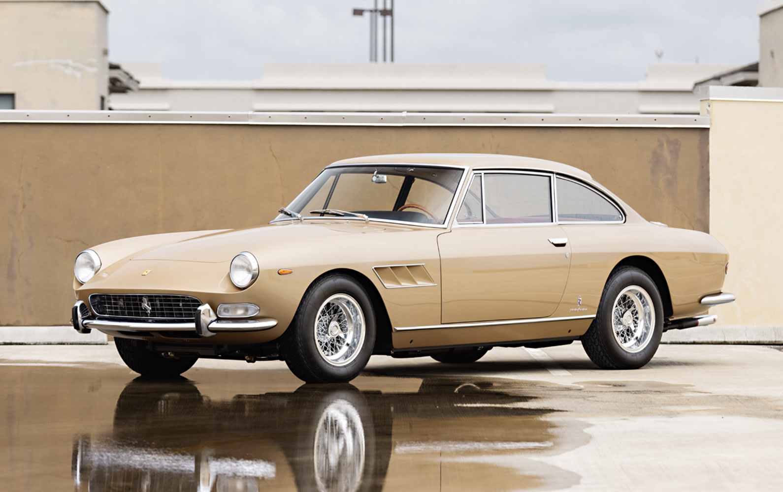 1966 Ferrari 330 GT 2+2 (1)
