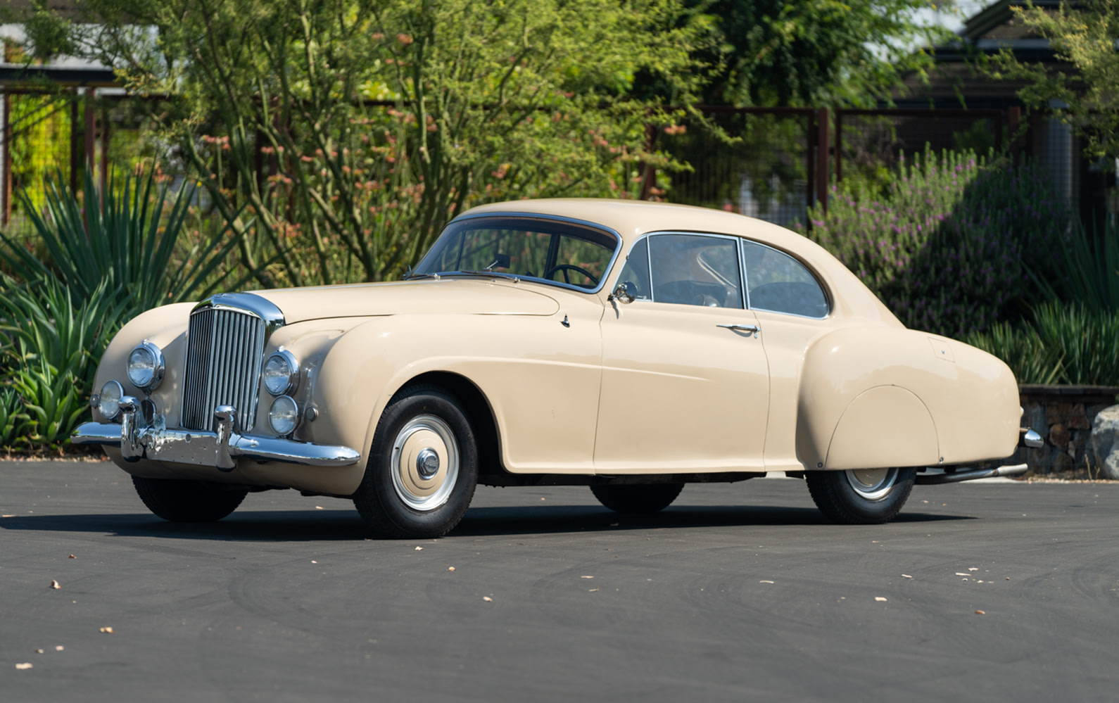 1952 Bentley R-Type Continental Fastback (1)