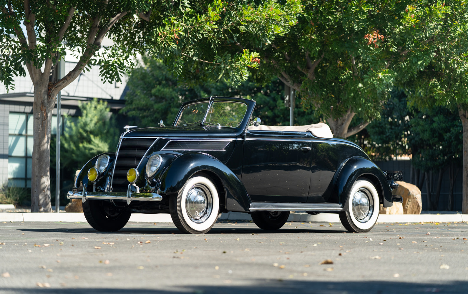 Prod/Portal/1937 Ford DeLuxe Cabriolet/1937-Ford-DeLuxe-Cabriolet-21