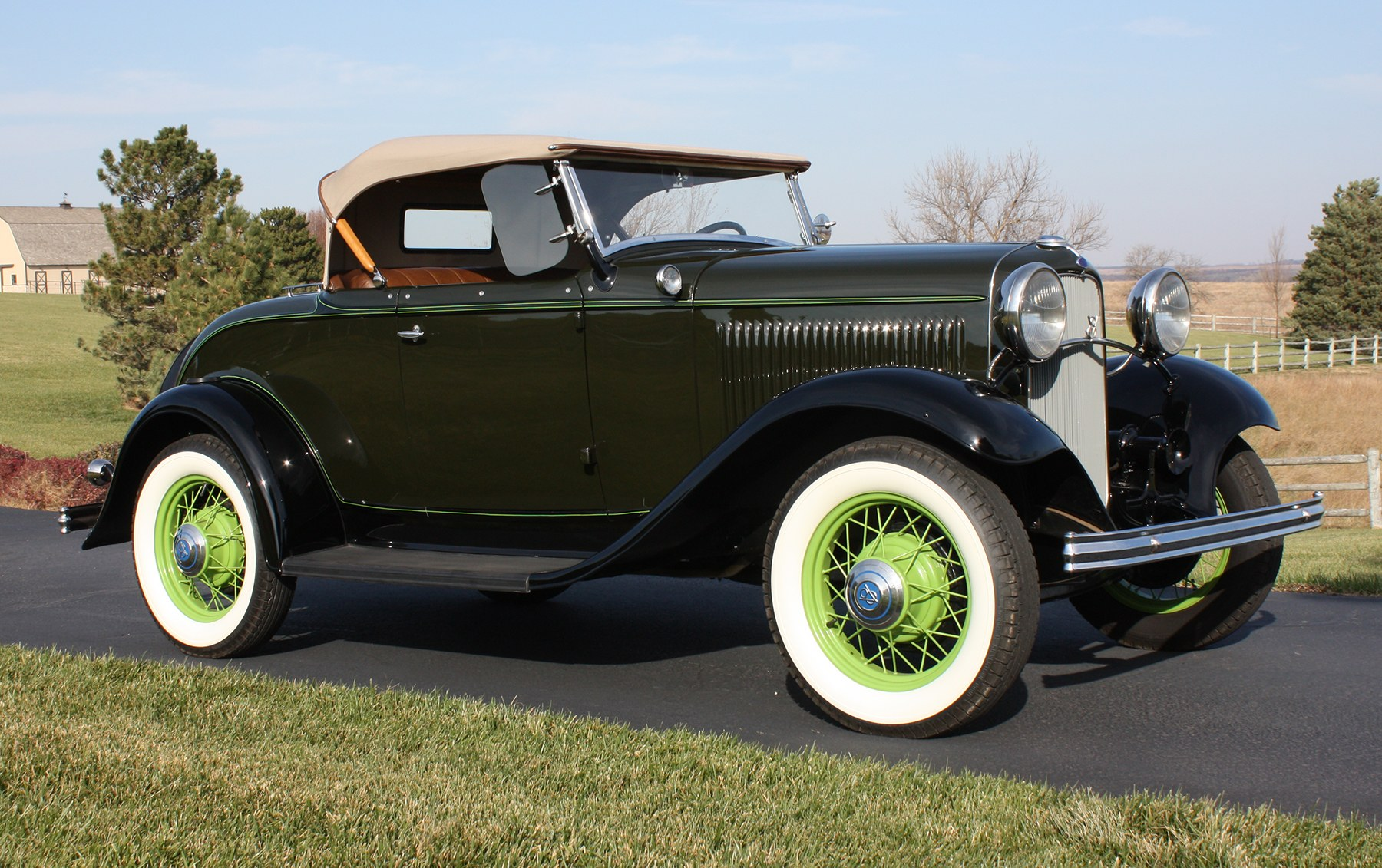 1932 Ford Model 18 V-8 Deluxe Roadster